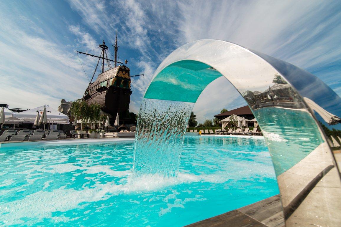 Басейн Pool Club