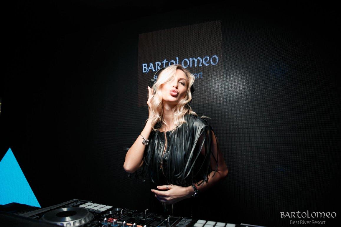 """ФОТОЗВІТ""""DJ YANA SKY В BARTOLOMEO"""" 14.12.2019 - фотозвіт"""